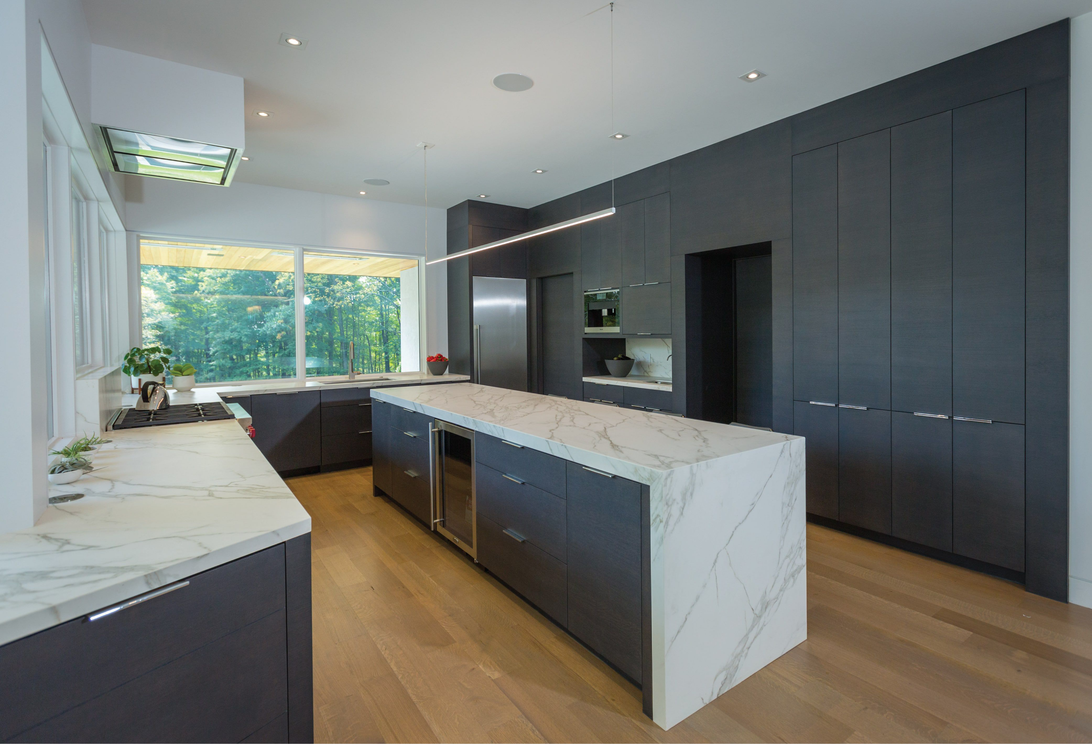Modern kitchen cabinetry and kitchen custom designed by Cincinnati Interior Designer, RM Interiors.