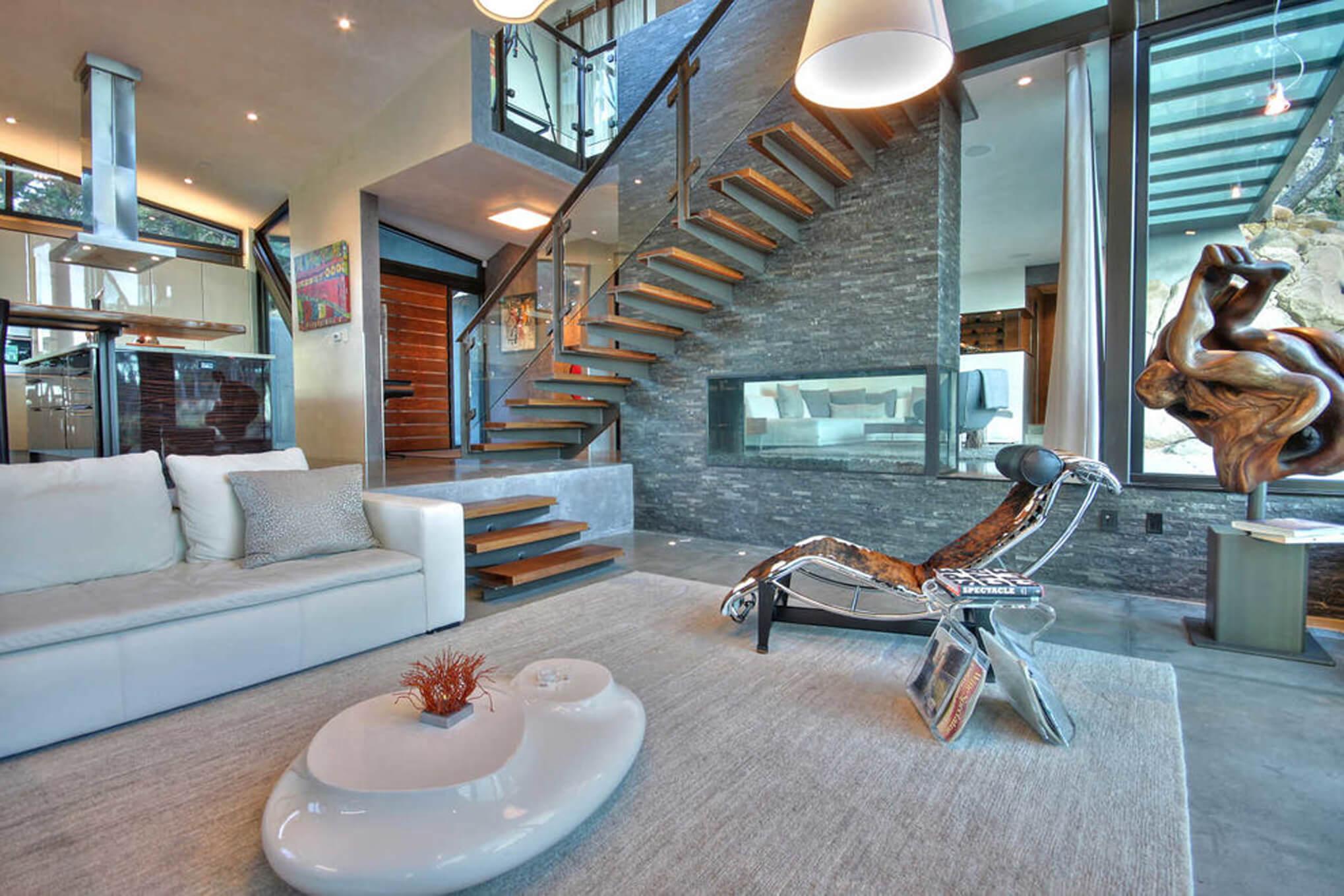 California modern living room designed by Cincinnati's premiere interior designer, RM Interiors.