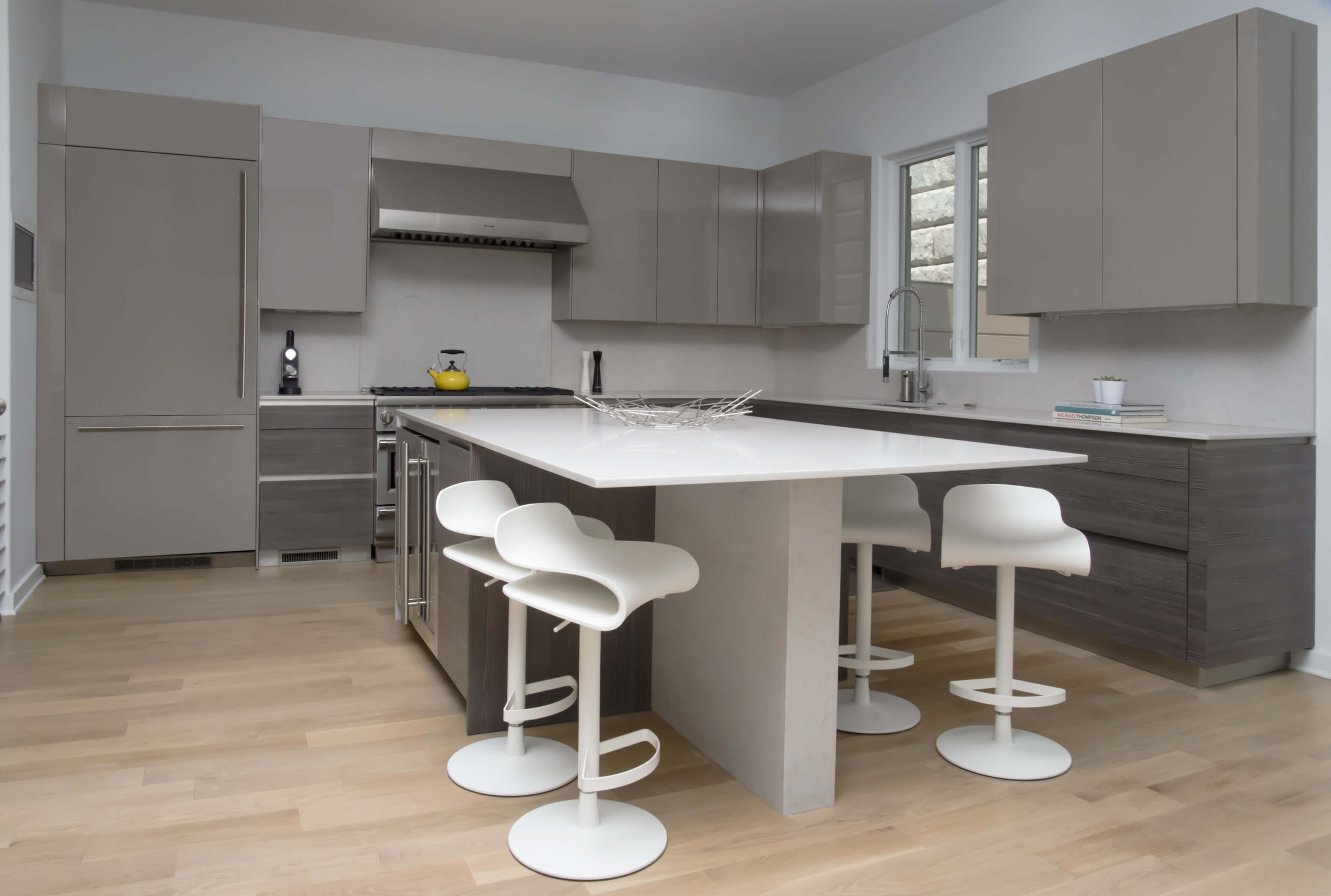 Modern and contemporary kitchen design by interior designer Renan Menninger of RM Interiors in Cincinnati.